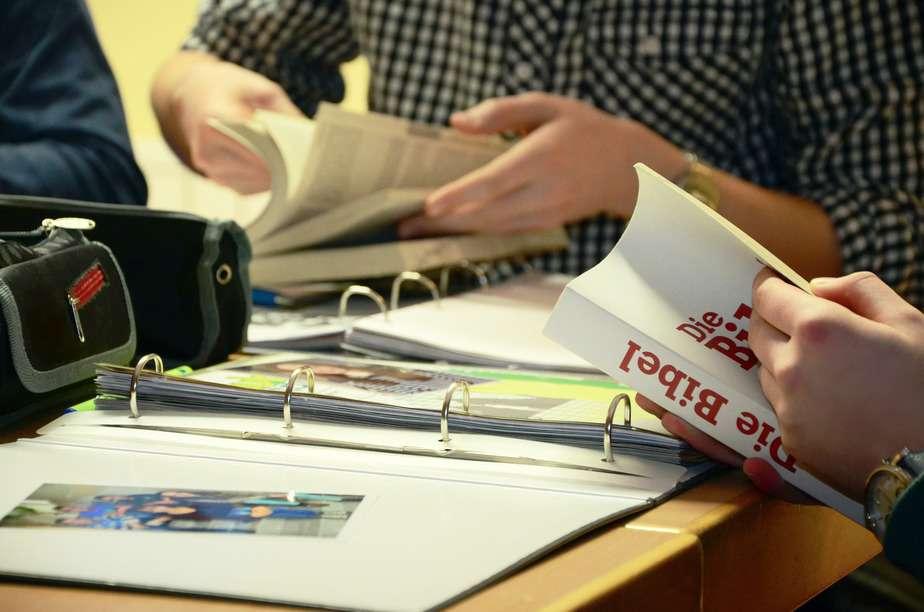 参考書やオンライン資料で独学する